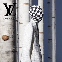 Louis Vuitton specials in the Louis Vuitton catalogue ( More than one month)