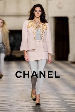 Chanel catalogue ( 17 days left )